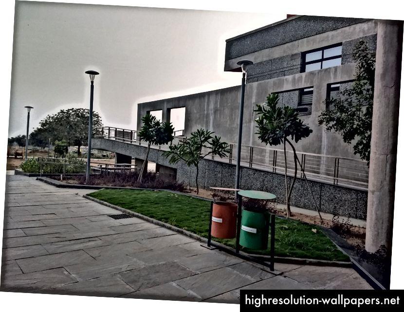 Sortering af affald i passende kategorier er det mindste at forvente af studerende på sådanne prestigefyldte institutter. IIT Gandhinagar anerkender det.