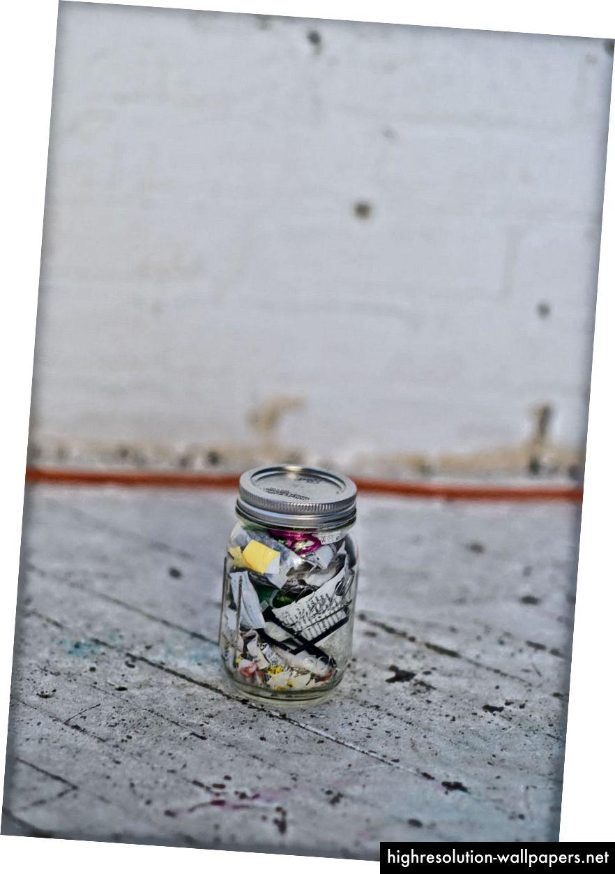Τα σκουπίδια της Lauren από τα τελευταία δύο χρόνια - Εικόνα από τον Erwin Caluya