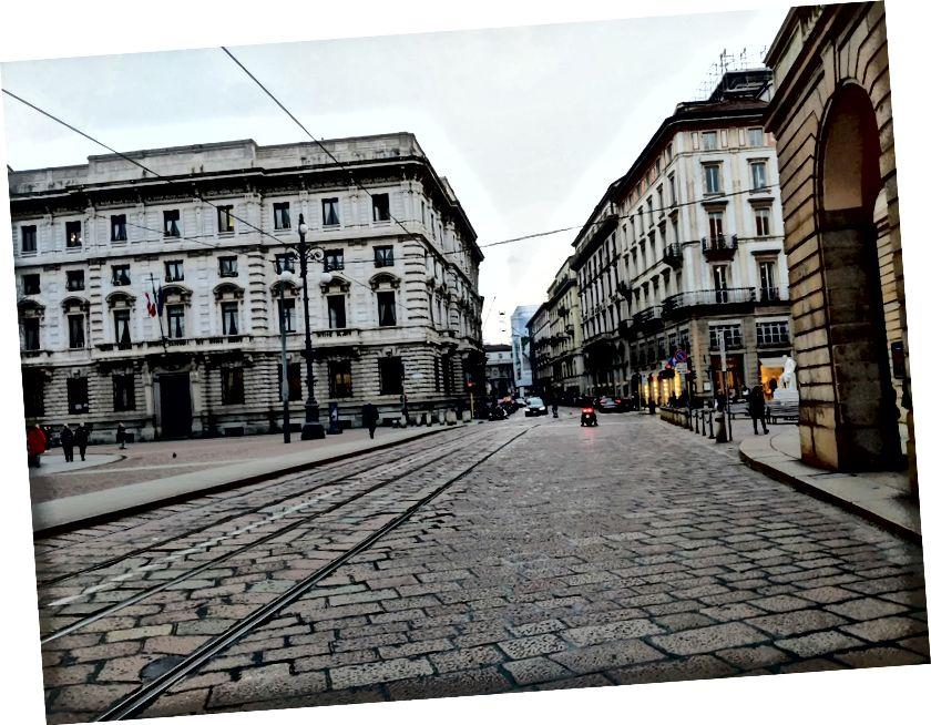 Tyhjät kadut Milanon keskustassa