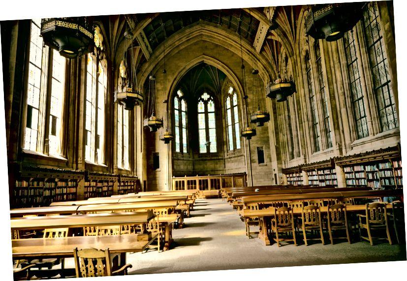 A washingtoni egyetem Suzzallo könyvtára, általában tele a döntőbe befejező hallgatókkal. Az összes osztály és vizsga online elmozdulásával az egyetemen csendesebb a szokásosnál, ebben az évszakban. Képforrás: Carl T. Bergstrom @ Flickr.com.