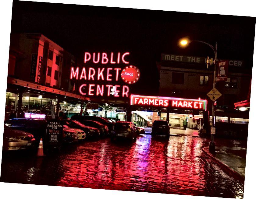 A Pike Place Market az utóbbi hetekben visszaesett az idegenforgalomban és a látogatásban a COVID-19 félelme és az utazási tervek csökkenése miatt. Kép jóváírása: jcookfisher @ Flicker.com.