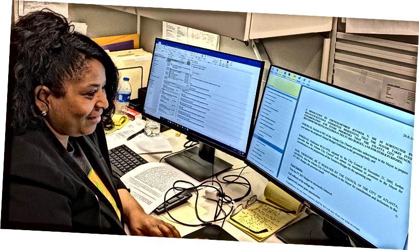 El miembro del consejo Andrea L. Boone se unió a varios copatrocinadores en la introducción de legislación para ratificar la orden ejecutiva del alcalde Keisha Lance Bottoms que autoriza hasta $ 7 millones para ayudar a los afectados por el coronavirus.