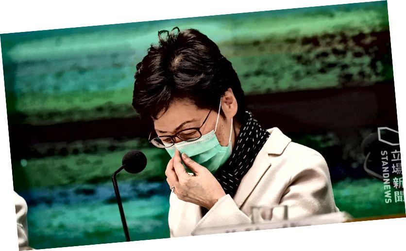 Hong Kongs verkställande direktör Carrie Lam på en presskonferens om koronaviruskontroll. Foto från Stand News.