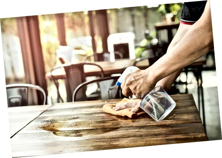 Рис: Официантный санитарный столик в ресторане.