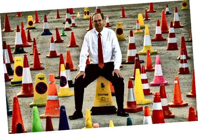 Barry Willard biztonsági forgalmi kúpokat gyűjtött a világvégre