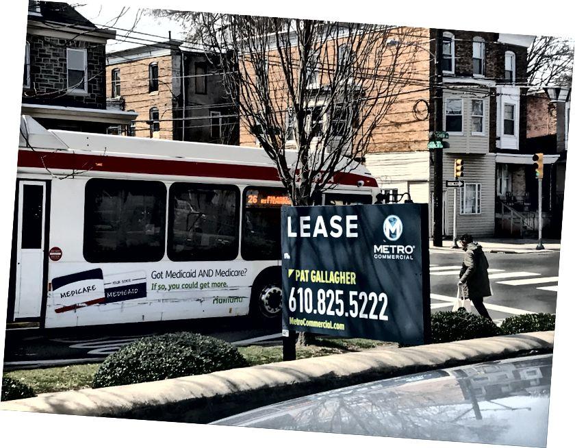 En person går ombord på en buss i korsningen av Chew Avenue. Folk fortsatte att använda kollektivtrafik i hela Germantown tisdag eftermiddag / Letrell Crittenden