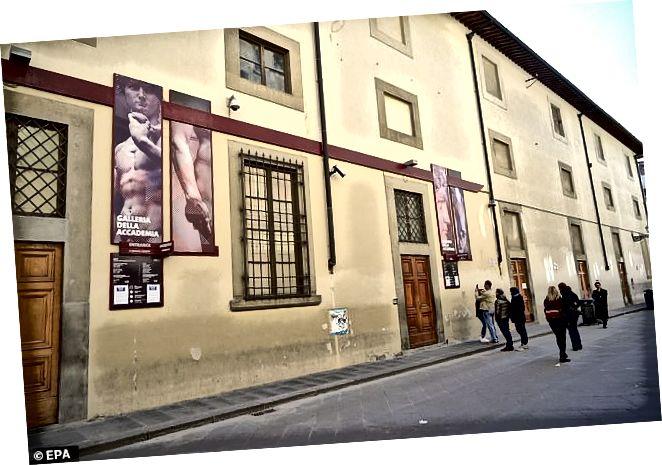 Kuva suljetusta Accademia-galleriasta, Firenze, osoitteesta https://www.dailymail.co.uk/news/article-8089759/Plenty-room-eerie-Florence-MATTHEW-BELL-sees-10-people-visit-Uffizi-gallery .html