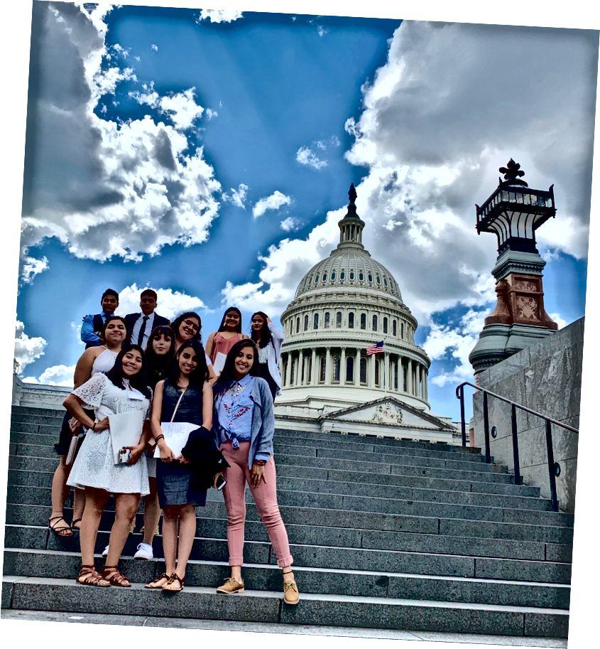 MANA hallgatók, akik képviselik a képződést a Capitol Hill-en