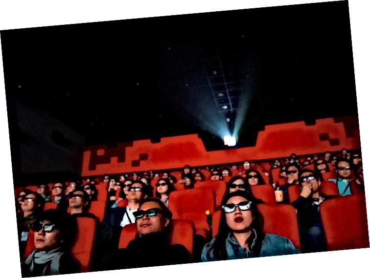 A filmiparnak meg kell keresnie a filmek megjelentetésének módját, amint az emberek abbahagyják a mozikba lépését. (Fotó: Reuters)