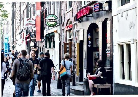 एम्स्टर्डम में कॉफी की दुकानों का उपयोग करना