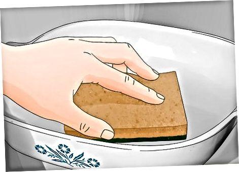 با استفاده از پاک کننده Corningware