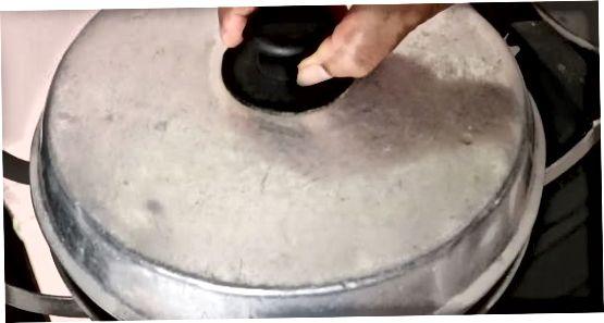 Utilitzant un vaixell de vapor de cistella metàl·lica