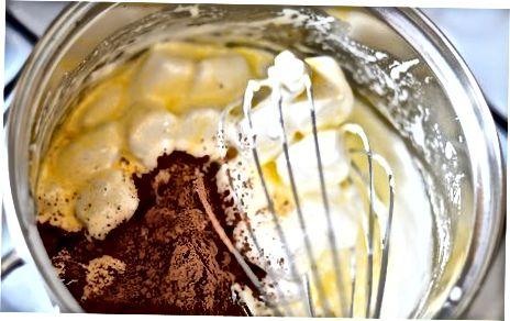Elaboració de delicioses cruixents d'arròs de xocolata de luxe