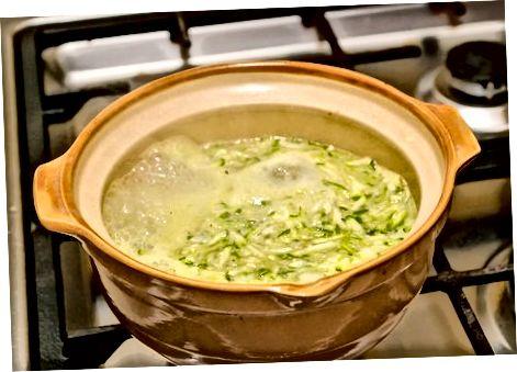Прављење љетне супе од тиква