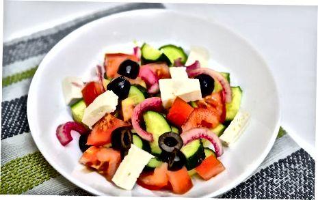 Daržovių salotų užkandžio gaminimas