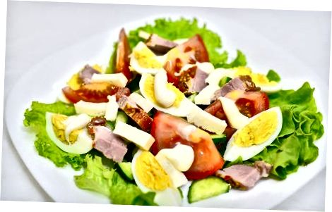 Pagrindinio patiekalo iš daržovių salotų gaminimas