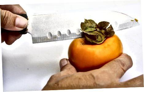 Schneiden einer Hachiya Persimmon