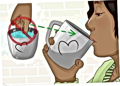 Nippen Sie an Ihrem heißen Wasser