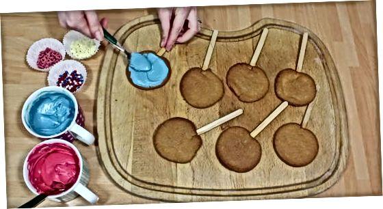 De koekjes versieren