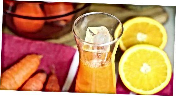הכנת מיץ גזר עם בלנדר או מעבד מזון