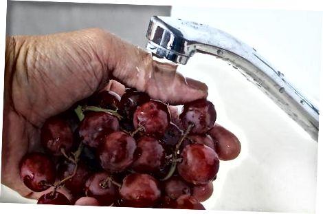 अंगूर को सिरका और पानी में भिगोना