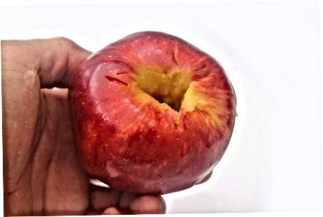 Lage krydret lys applesaus