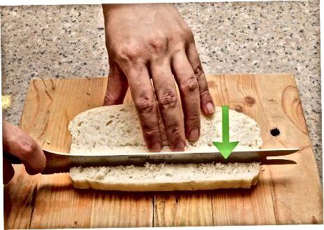 Ein volles Brot würfeln