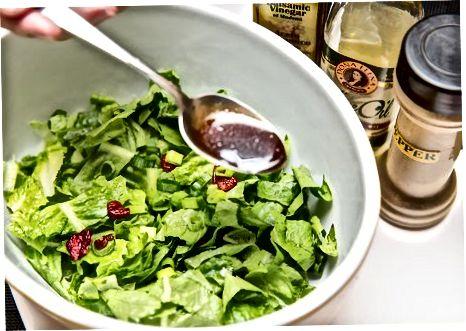 Cranberry bodom salat salatasi