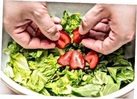 Qulupnay ko'knori salat salatasi