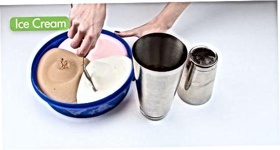 Misturando em um recipiente com uma tampa