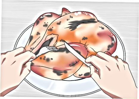 Steking og servering av Tyrkia