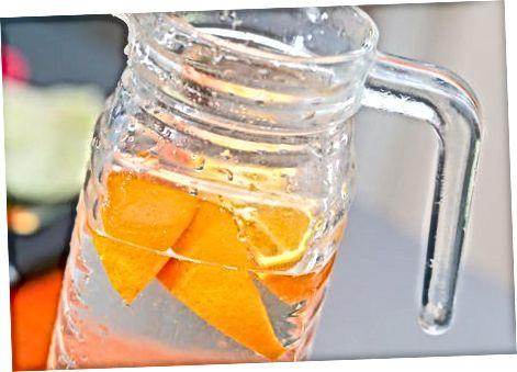 用水果调味水
