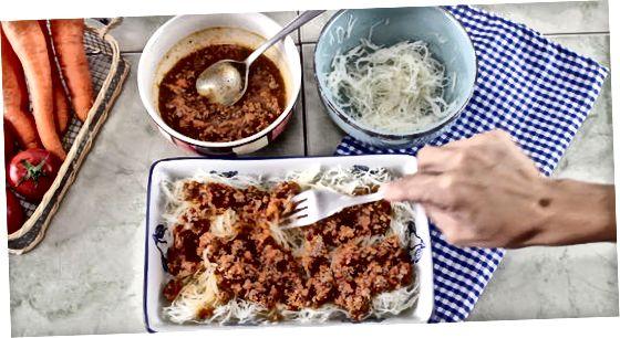 Ruajtja e kutive të kungujve të spageti në frigorifer