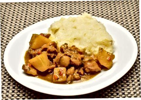 Poskusite različice in postrežite jamajški curry piščanca
