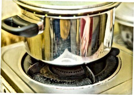Парење шпарога на штедњаку