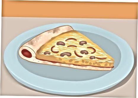 Nonushta uchun chap pizza ovqatlanish