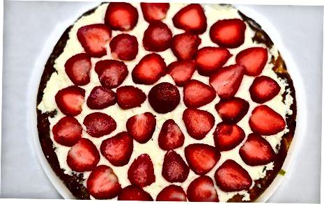 Mit Erdbeeren und Schlagsahne