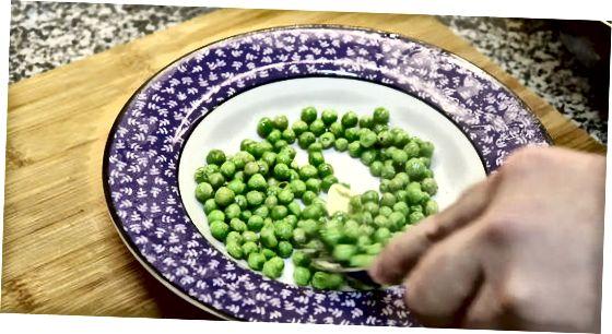 Kochen von frischen oder gefrorenen Erbsen