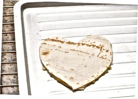 Fazendo Quesadillas de Queijo Simples em Forma de Coração