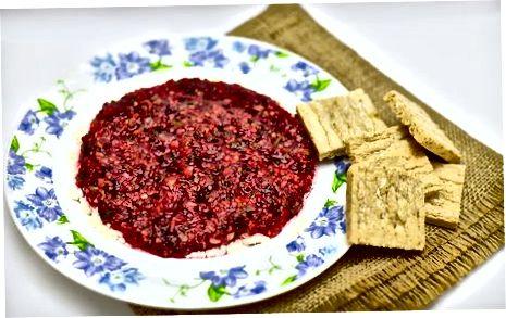 Cranberry Salsa-ga qaymoqli pishloq bilan xizmat qilish