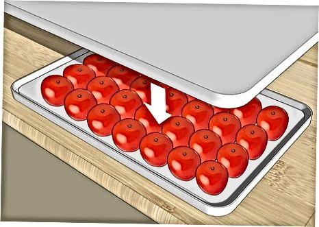Schneiden von Trauben- oder Kirschtomaten