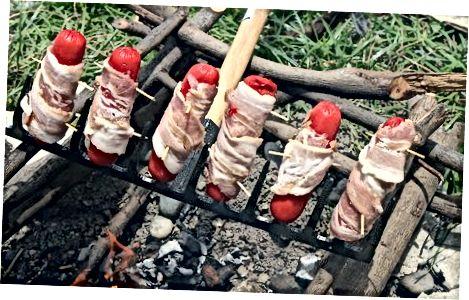Hotdoglarni sotib oling va pishiring