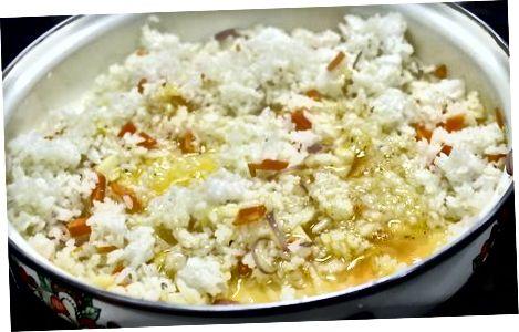 Jäljellä oleva paistettu riisi pakastimesta
