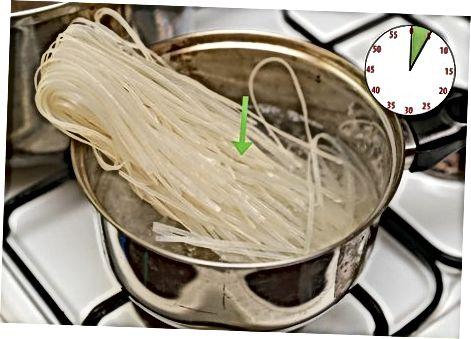 Broth va noodle tayyorlash
