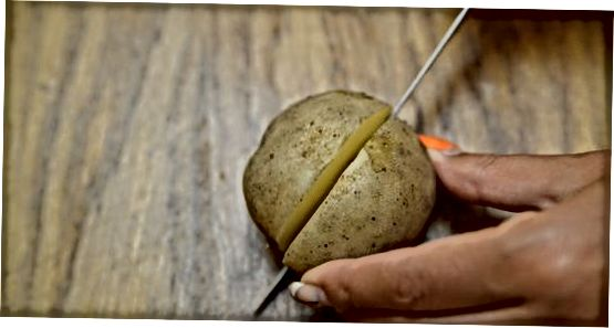 Ei und Kartoffeln machen