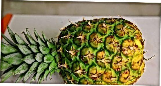 Ananasų nulupimas