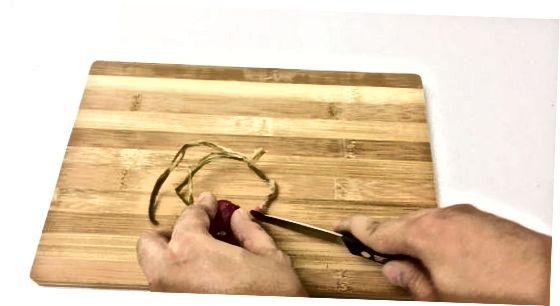Šalpusnių lupimas peiliu