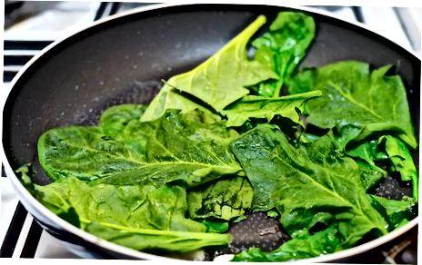 Сочни шпинат са белим луком