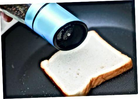 Смажэнне хлеба на англійскі сняданак