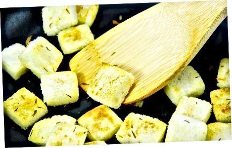 Fazendo fritos de erva torrada frigideira (sem glúten)